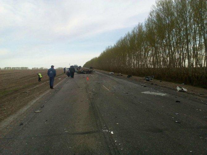В Башкирии в ДТП с двумя «Газелями» погиб таксист (5).jpg