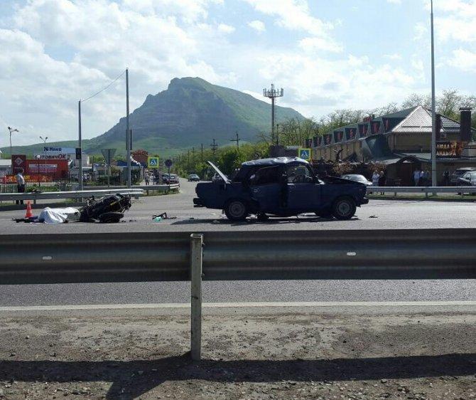 В ДТП в Минеральных Водах погибли мотоциклист и водитель ВАЗа.jpg