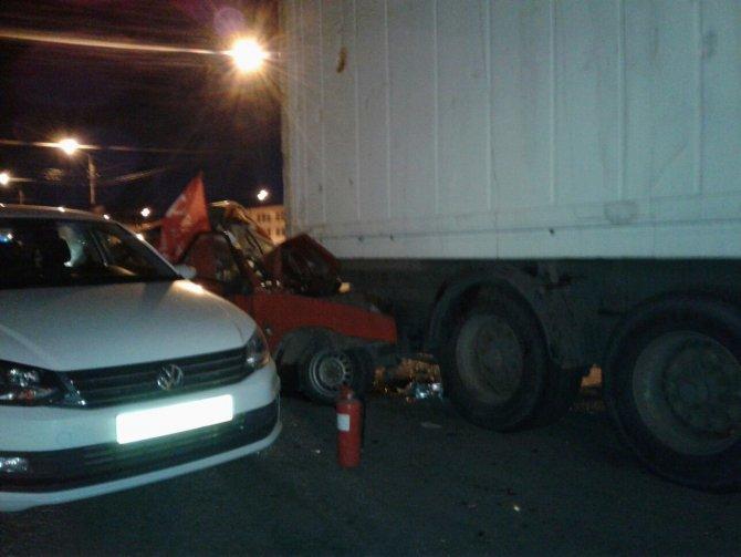 В ДТП на Обводном в Петербурге погиб водитель ВАЗа (6).jpg