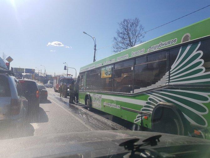 Фура врезалась в пассажирский автобус под Петербургом (2).jpg