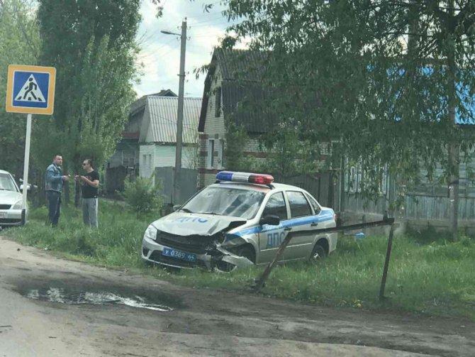 В Балашове  в ДТП попал автомобиль ДПС.jpg