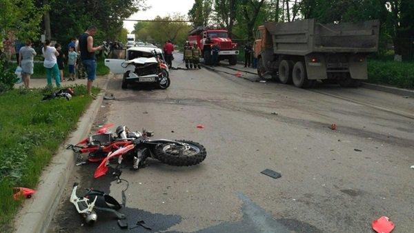 В Таганроге в ДТП с КамАЗом погиб мотоциклист (1).jpg