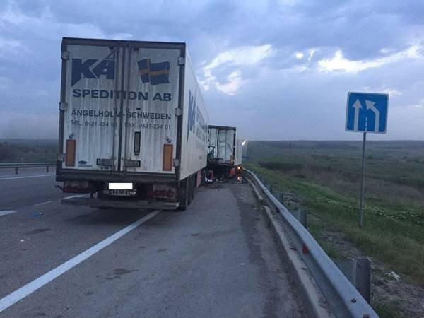 На трассе «Дон» в ДТП погиб водитель фуры (3).jpg