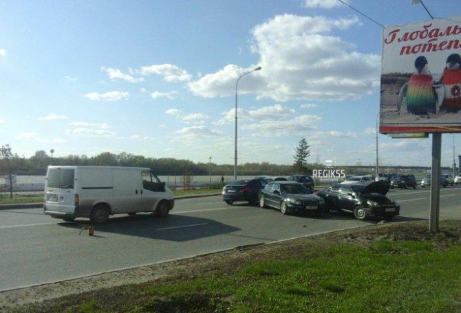 ДТП на Иртышской набережной в Омске (1).jpg