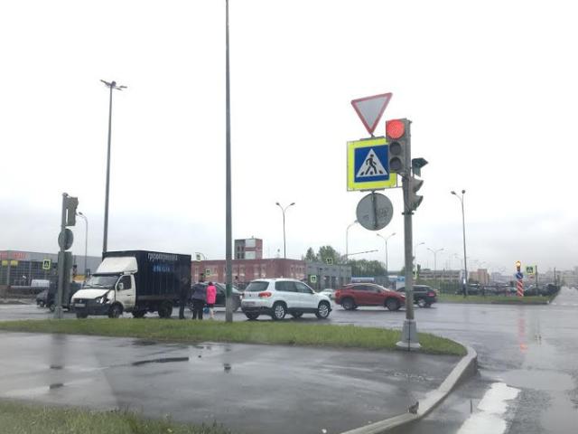 В ДТП на Приморском шоссе опрокинулась иномарка (1).png