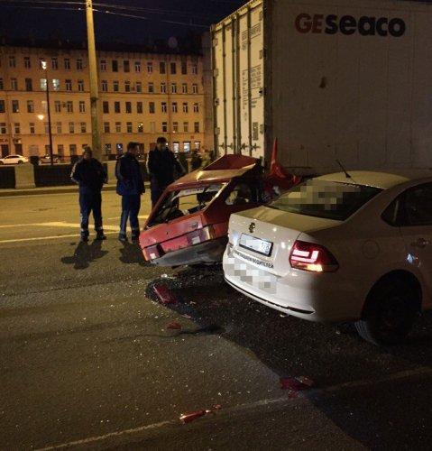 В ДТП на Обводном в Петербурге погиб водитель ВАЗа (1).JPG