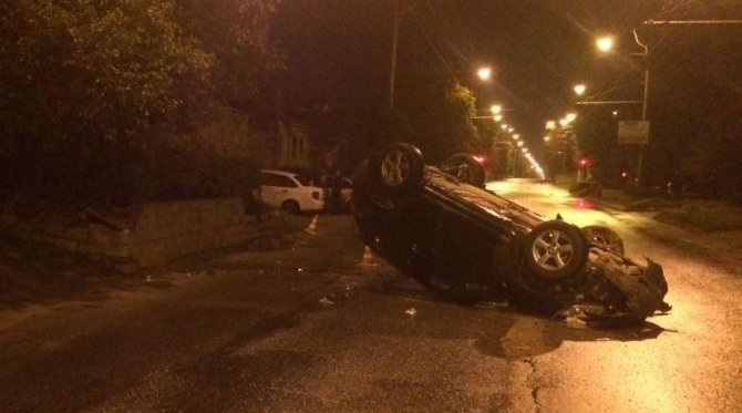 В Ставрополе в перевернувшейся иномарке пострадала женщина.jpg