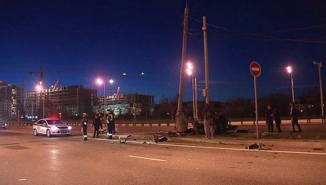 В Москве в ДТП со столбом погибли три человека.jpg