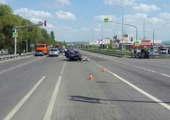 В ДТП в Минеральных Водах погибли мотоциклист и водитель ВАЗа.jpeg