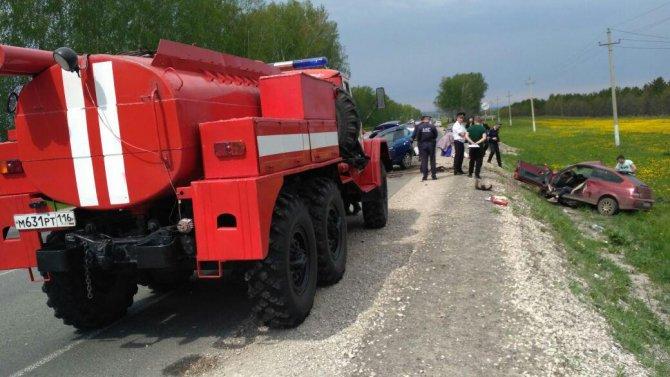 В Лаишевском районе в тройном ДТП погибли два человека (3).jpg