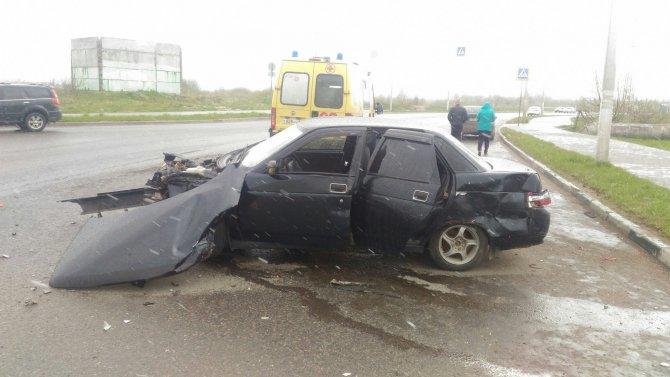 В ДТП в Твери пострадали два человека (5).jpg