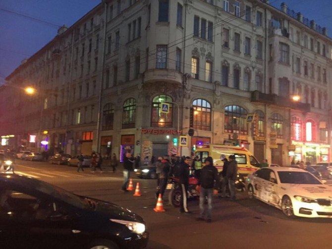 В Петербурге в ДТП серьезно пострадала мотоциклистка (3).jpg