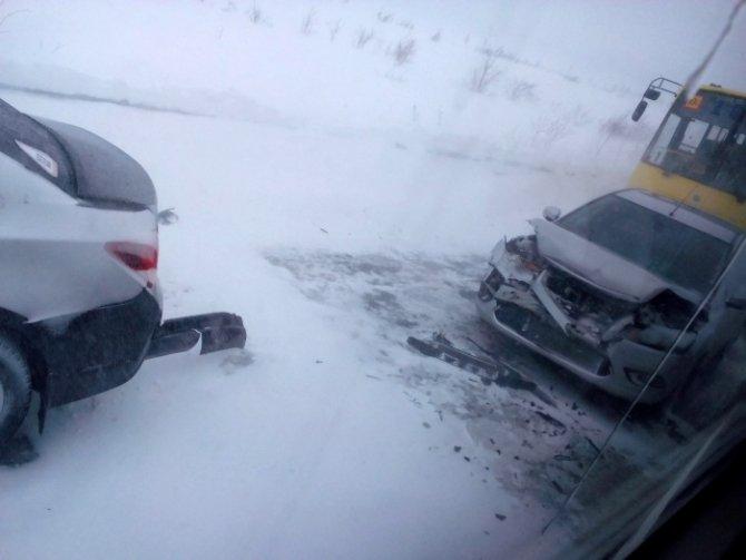 В Лабытнангах школьный автобус попал в аварию (1).jpg