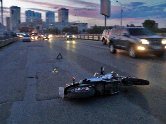 Пассажир мотоцикла погиб в ДТП в Новосибирске (2).jpg