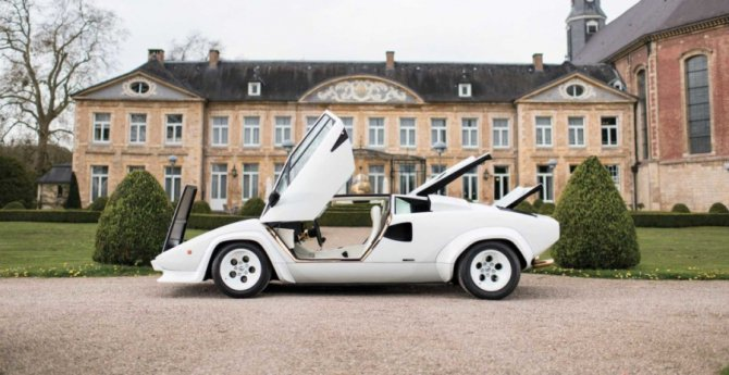 Lamborghini Countach 5000 с золотыми вставками продадут на аукционе (7).jpg