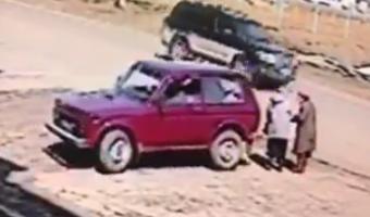 В Хабаровском крае водитель «Нивы» сбил двух женщин и медленно проехался по ним