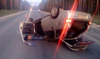 В Башкирии в опрокинувшейся машине погибла девушка