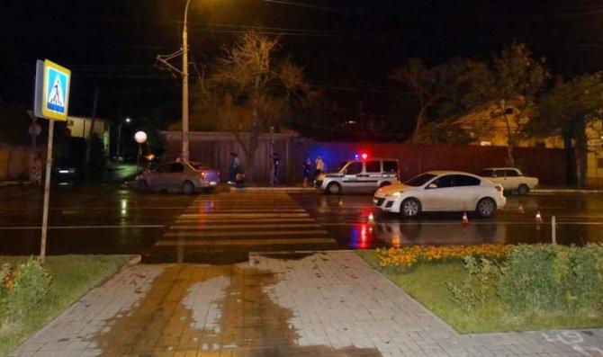 В Астрахани после ДТП иномарку отбросило на пешехода.jpg