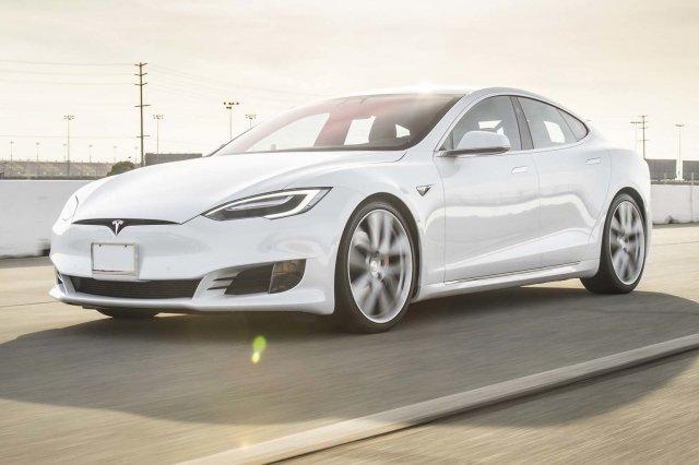 Tesla Model S проехал без подзарядки 900 км.jpg
