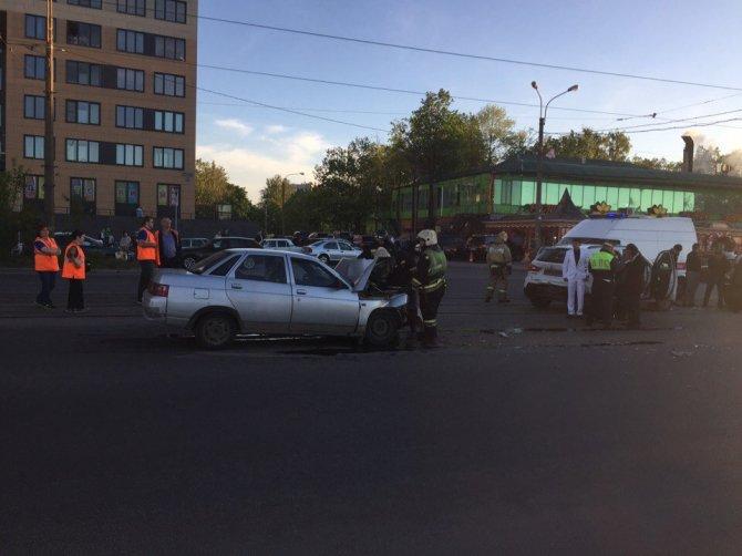 ДТП на проспекте Обуховской обороны в Петербурге (2).jpg