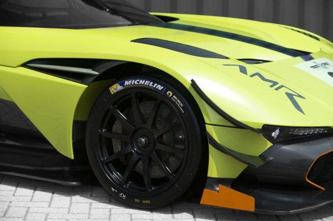Aston Martin Vulcan получил новую экстремальную версию AMR Pro (2).jpg