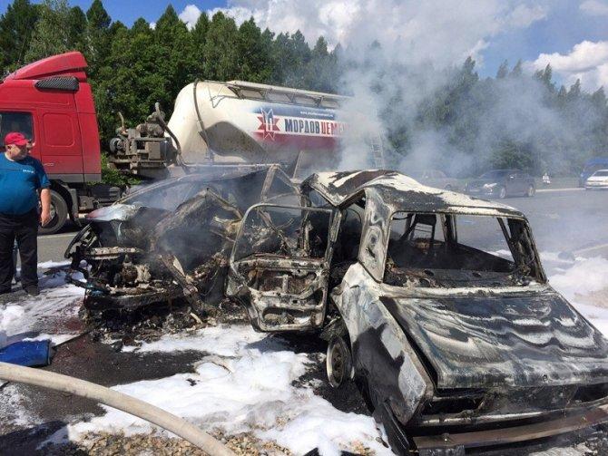 Три человека сгорели после ДТП в Канашском районе (1).jpg