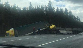 На трассе «Скандинавия» столкнулись грузовики