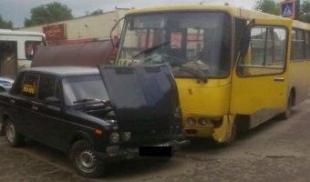 В Иванове автобус с пассажирами снес остановку
