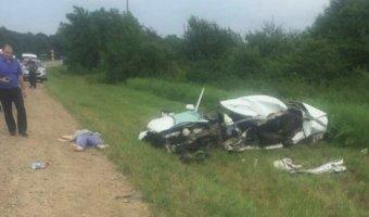 На Кубани в ДТП с грузовиком погибли два молодых человека