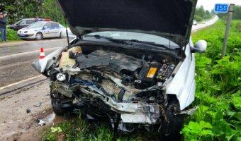 В ДТП в Лужском районе разбилась семья: девочка выжила, родители погибли
