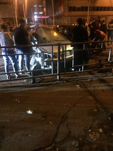 В ночном ДТП в центре Барнаула погибли два человека (5).jpg