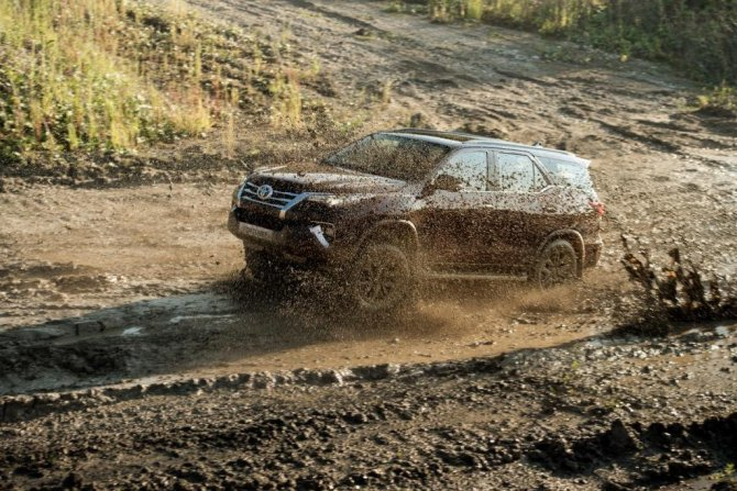 Toyota Fortuner грязь