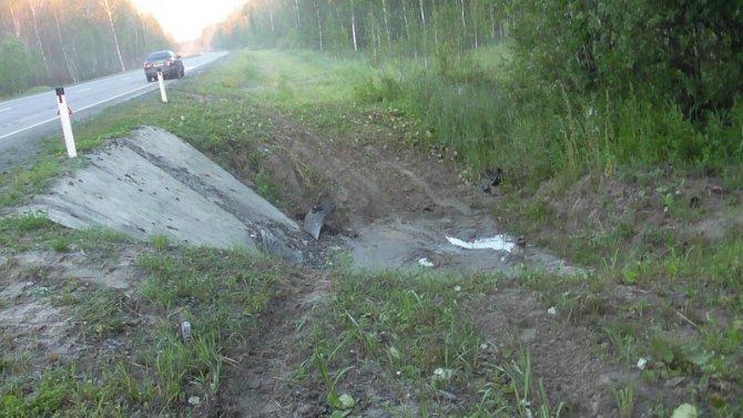 Двое детей переломали ноги в ДТП на трассе Тюмень-Ханты-Мансийск.jpg