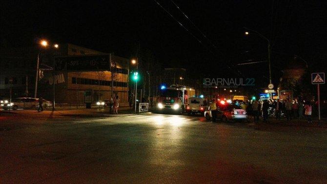 В ночном ДТП в центре Барнаула погибли два человека (8).jpg