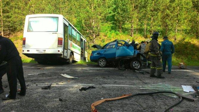 В Башкирии столкнулись ПАЗ и ВАЗ погибли три человека (2).jpg
