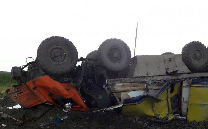 В Якутии опрокинулся «КамАЗ-вахтовка» – погиб водитель (1).jpg
