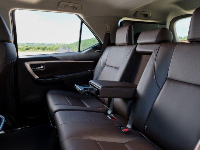 Toyota Fortuner сидения