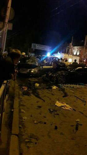 В ночном ДТП в центре Барнаула погибли два человека (7).jpg