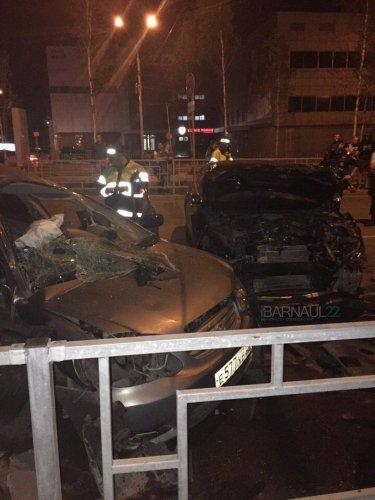 В ночном ДТП в центре Барнаула погибли два человека (6).jpg