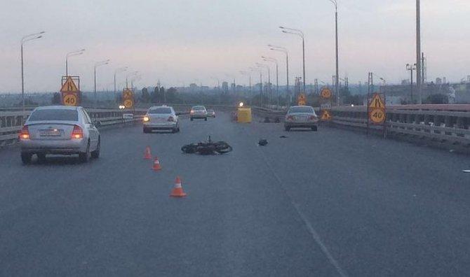 В Ростове мотоциклист врезался в отбойник и погиб.jpg