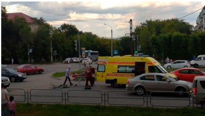 Спасали одну – сбили другую в Магнитогорске «скорая» сбила велосипедистку.jpg