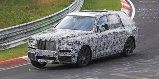 Rolls-Royce тестирует новый внедорожник Cullinan на трассе Нюрбургринг (2).jpg