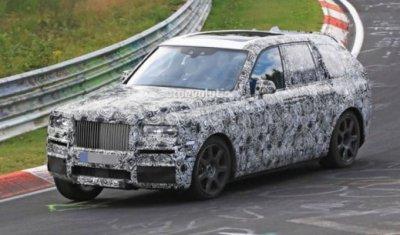 Rolls-Royce тестирует новый внедорожник Cullinan на трассе Нюрбургринг