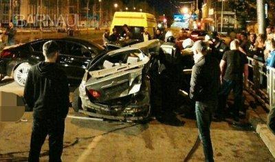 В ночном ДТП в центре Барнаула погибли два человека