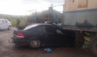 В Башкирии «Опель» врезался в прицеп грузовика: погиб человек