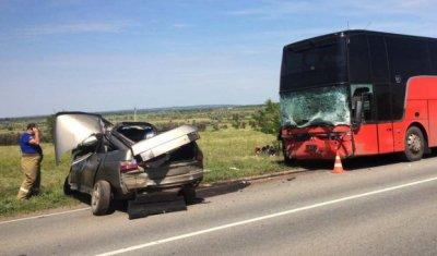 В Самарской области ВАЗ врезался в автобус – погиб человек