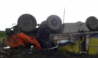 В Якутии опрокинулся «КамАЗ-вахтовка» – погиб водитель