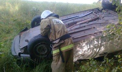 Под Орлом в опрокинувшемся автомобиле погибла 25-летняя девушка