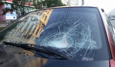 В Архангельске BMW не смог избежать столкновения с бабушкой, решившей перебежать дорогу в неположенном месте