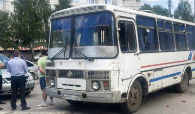 В Нижегородской области в ДТП погиб водитель автобуса, врезавшегося в рекламный щит
